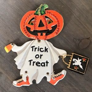 Lunch at the Ritz Trick Treat Pumpkin Pin/Pendant